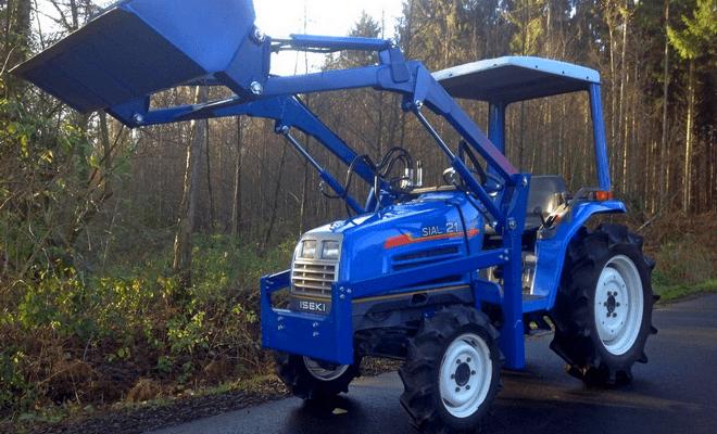 Трактор с простой кабиной
