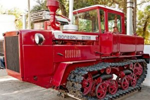 Характеристики советского дизельного гусеничного трактора ДТ-175 Волгарь