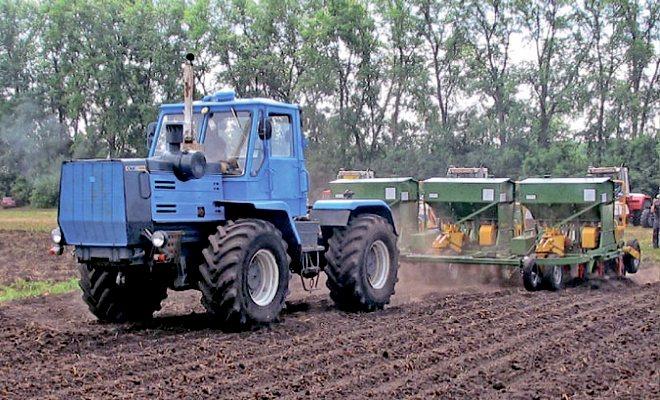 Т-150 в поле