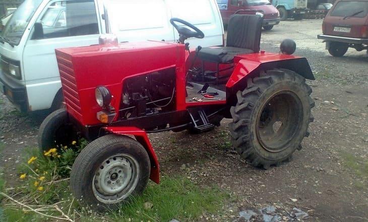 Трактор из металлолома