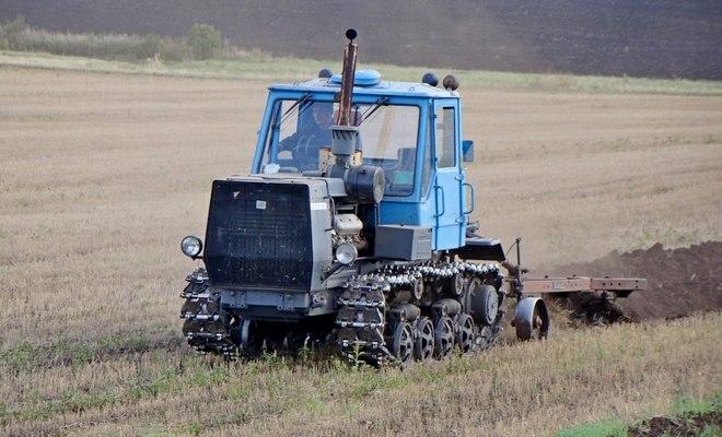 Трактор на гусеницах