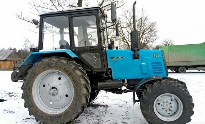 Трактор с капотом