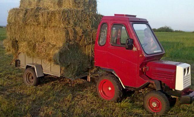 Трактор с прицепом и кабиной