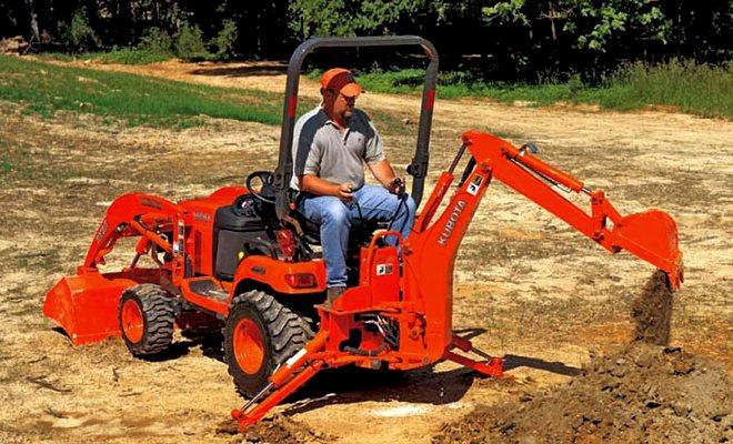 Трактор с трехцылиндровым двигателем