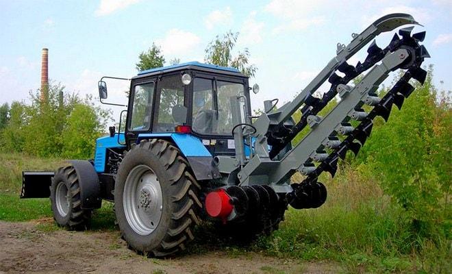 Траншейный трактор
