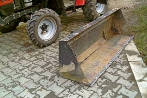 Самодельный ковш на заднюю или переднюю навеску трактора