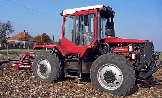 Трактор на больших колесах