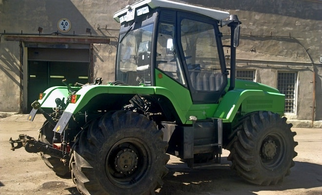 Универсальный трактор