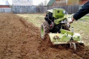 Как выбрать подходящий мотоблок для вспашки земельного участка: советы, видео