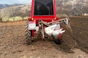 Как изготовить самодельный плуг и другое оборудование на трактор Т-25