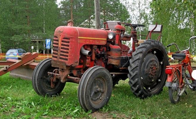 Легкий колесный трактор