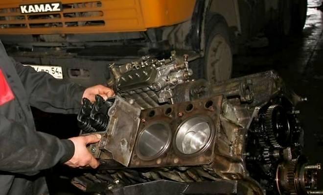 Демонтаж тяжелого двигателя