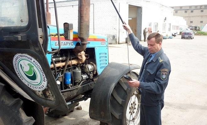 Технический осмотр трактора