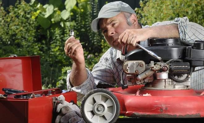 Техническое обслуживание газонокосилки