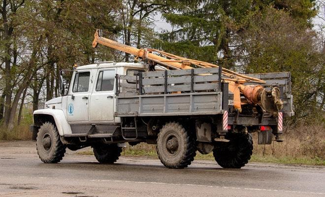 Бур на грузовом автомобиле