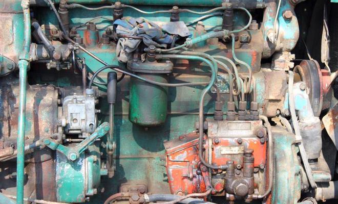 Двигатель трактора-экскаватора