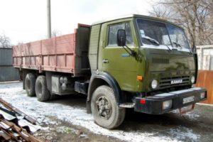 Обзор и характеристики универсального трехосного грузового тягача КамАЗ-53212