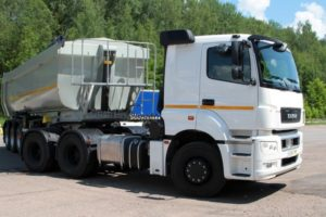 Трехосный седельный тягач КамАЗ-65206 и его модификации