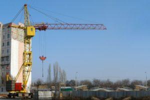 Особенности конструкции и характеристики башенного крана на рельсовом ходу КБ-403