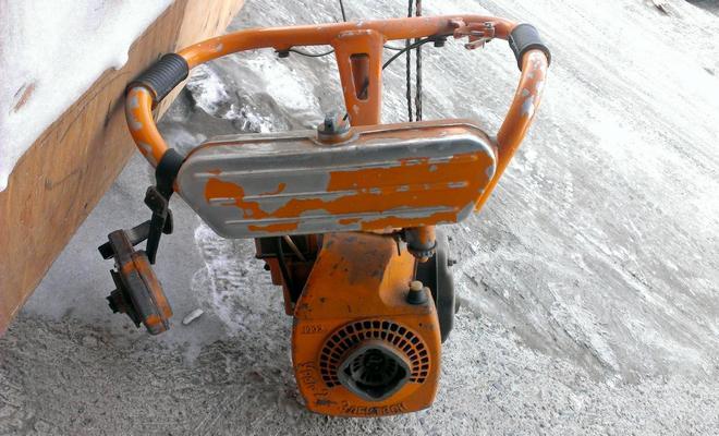 Двигатель пилы Урал