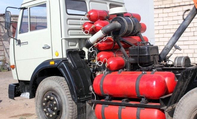 Грузовик с газовыми баллонами