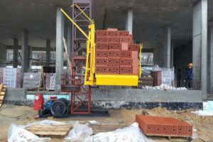 Телескопические грузовые и грузопассажирские строительные мачтовые подъемники