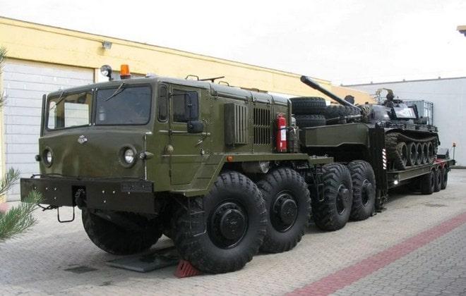 МАЗ с танком