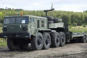 Четырехосный седельный военный тягач МАЗ-537 производства Минского автомобильного завода
