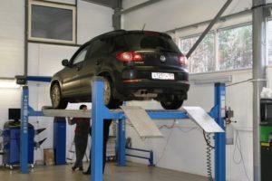 Автомобильные четырехстоечные подъемники в автосервисы для развал схождения