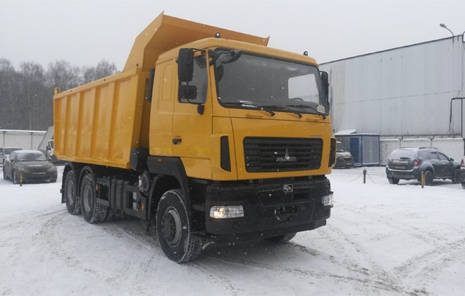 Техника оборудована грузовой платформой