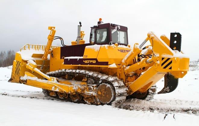 Трактор зимой