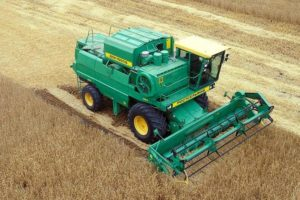 Как работает сельскохозяйственный зерноуборочный комбайн