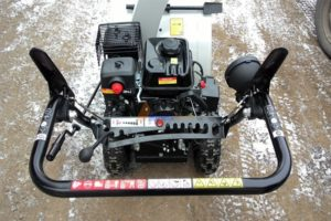 Популярные бензиновые и электрические модели снегоуборочных комбайнов