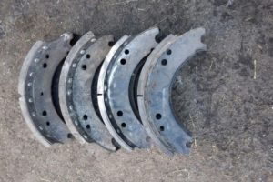 Техническое обслуживание тормозных колодок на автомобилях КамАЗ