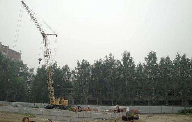 Кран на стройплощадке