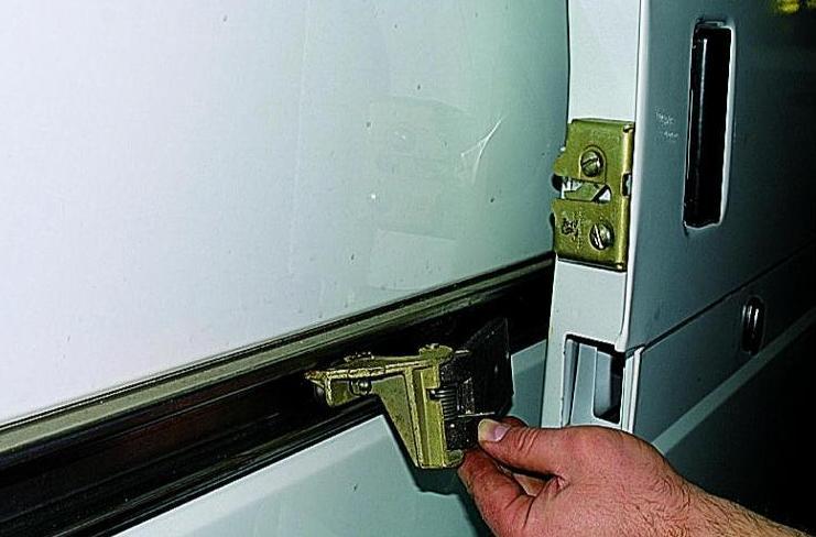 Починка двери Газель