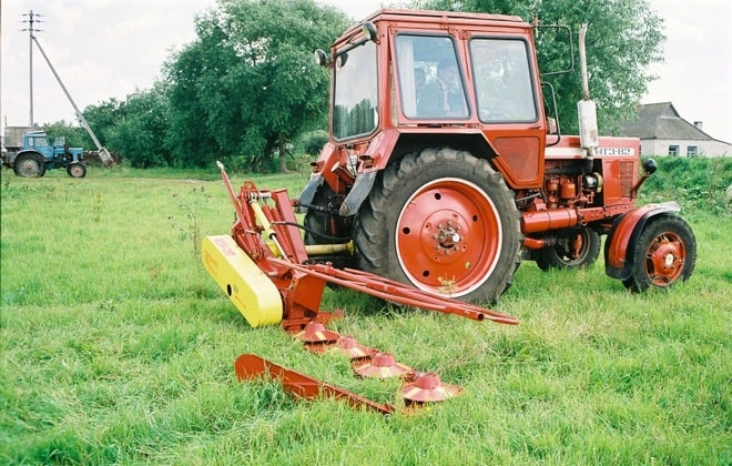 Тракторная косилка травы