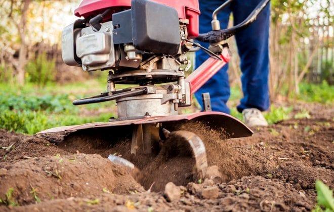 Обработка почвы фрезой