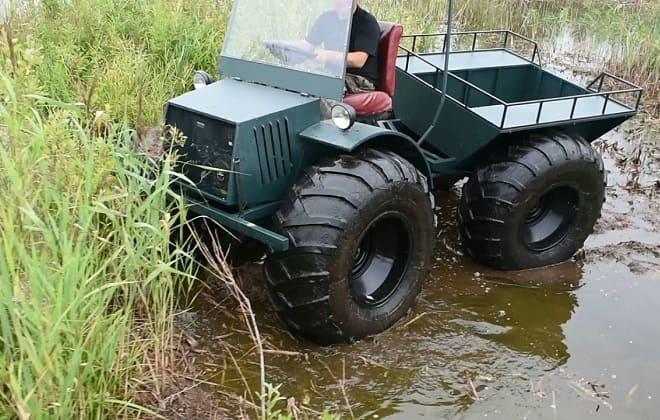 Вездеход Охотник М в болоте