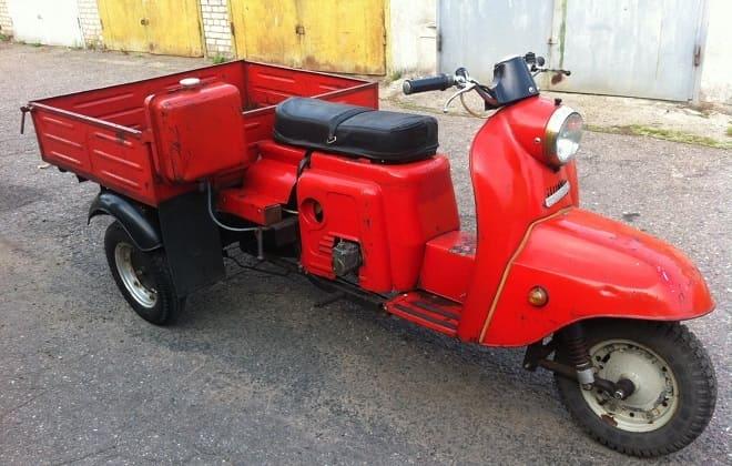 Красный мотороллер Муравей