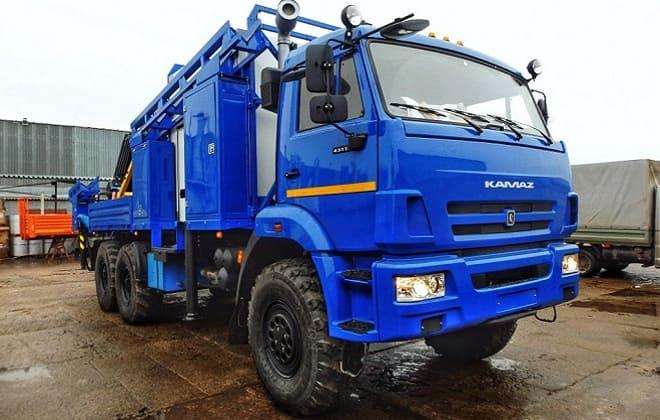 Синий КамАЗ-43118